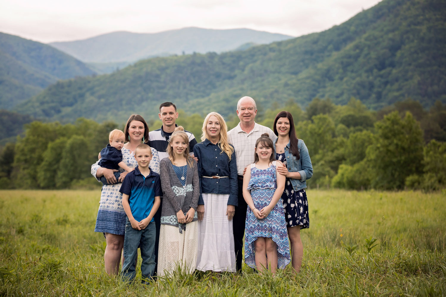 Pigeon-Forge-and-Gatlinburg-Photographer-Family-Reunion-portrait.jpg