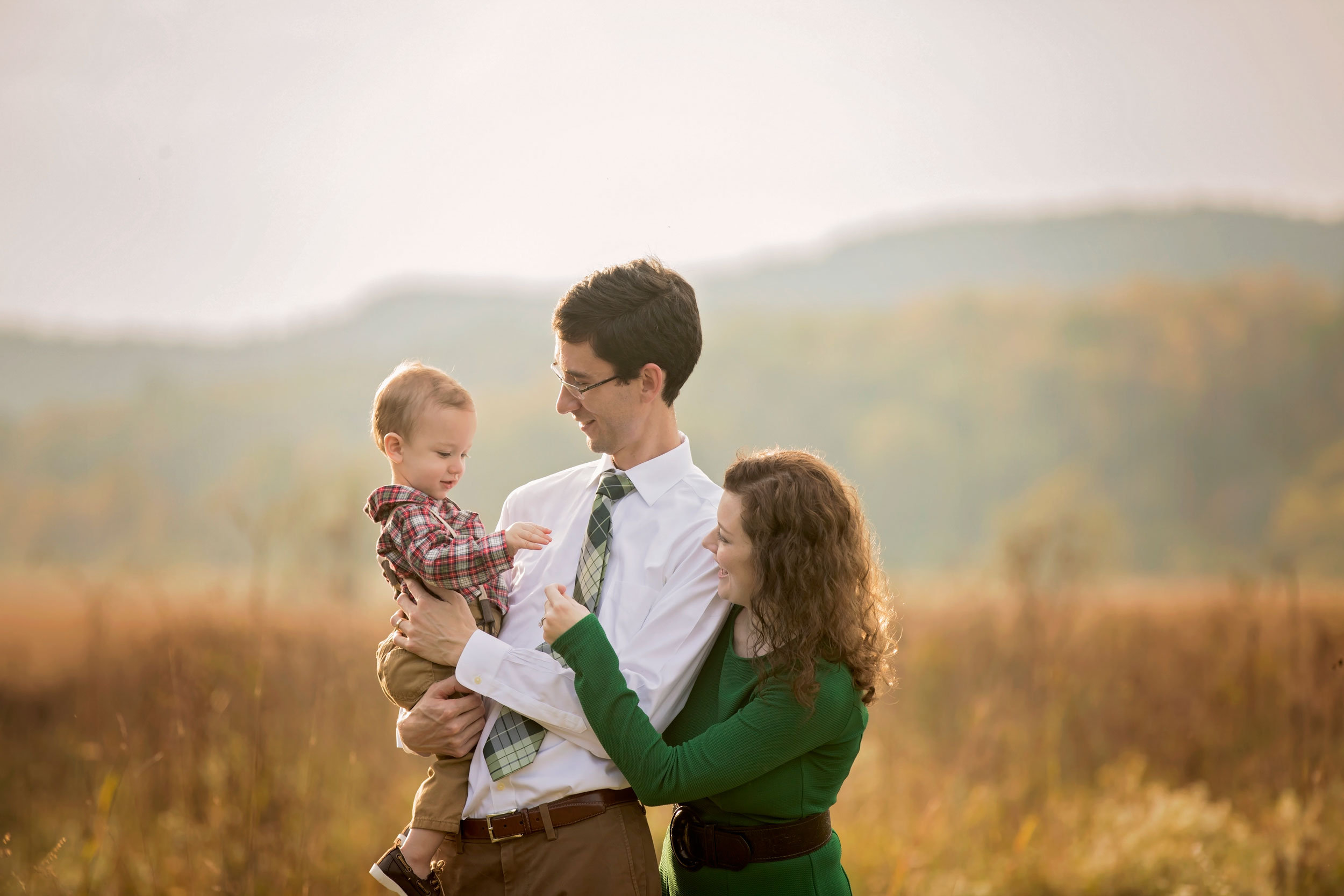 pigeon-forge-photographer-family-picture-in-cades-cove.jpg