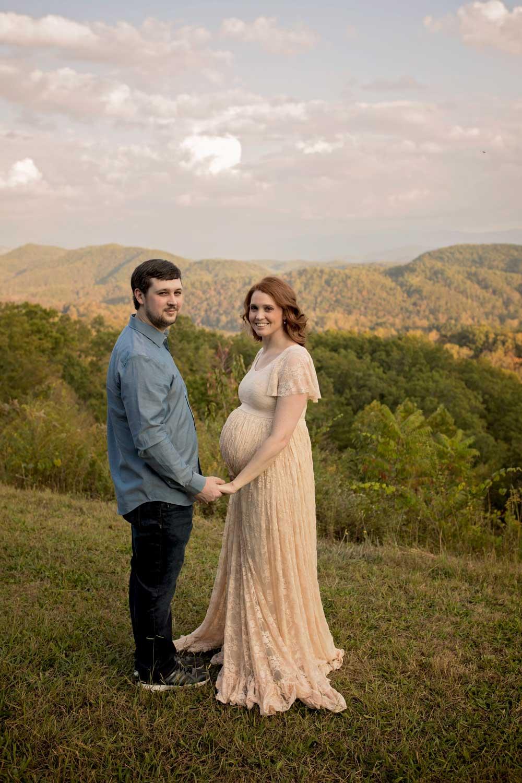 gatlinburg-couples-maternity-picture.jpg