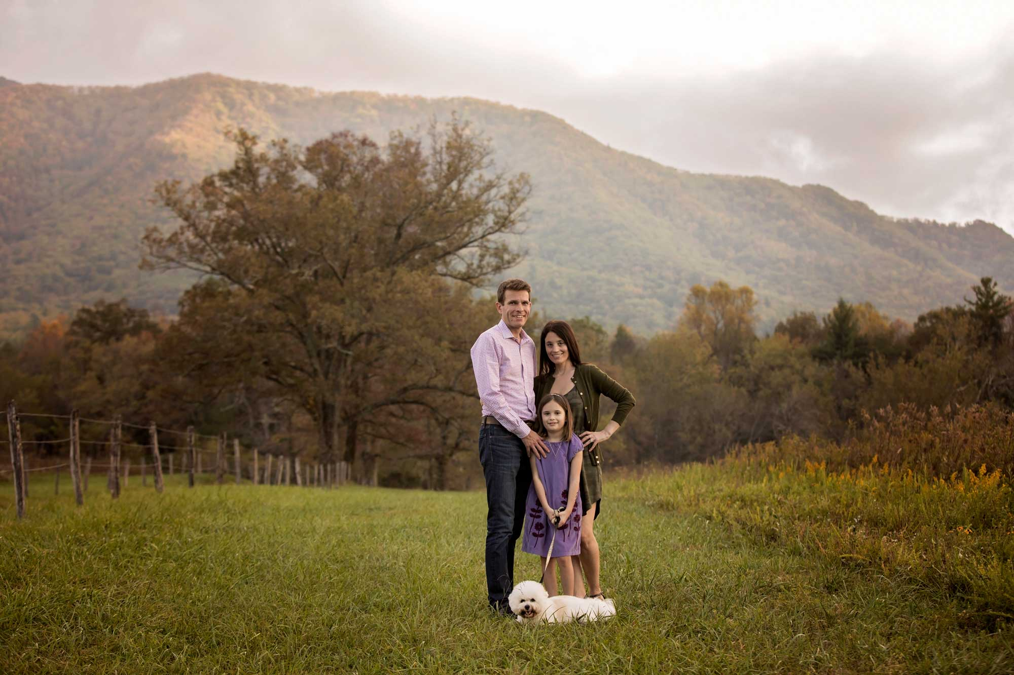 family-photographer-in-gatlinburg-tn-cades-cove.jpg
