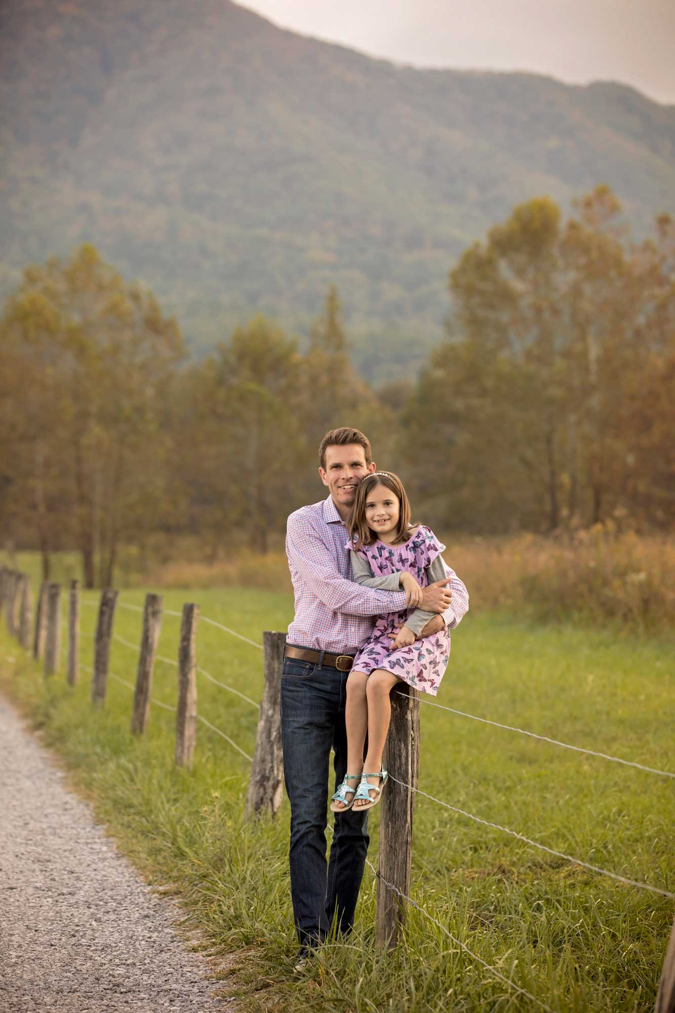 gatlinburg-photographer-cades-cove-father-daughter.jpg