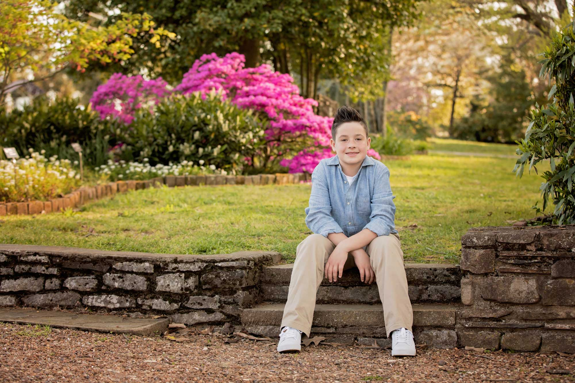 knoxville-family-photographer-botanical-gardens-boy-on-steps.jpg