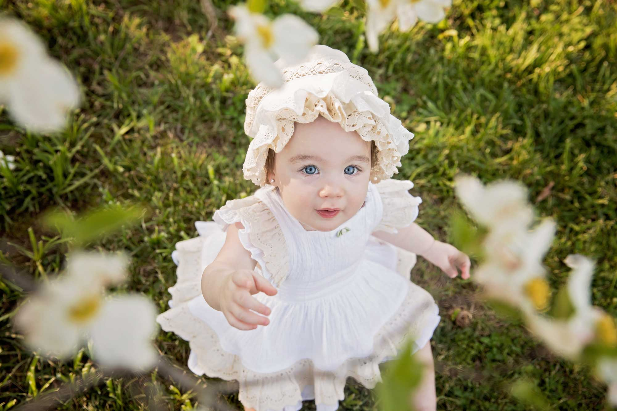 knoxville-photographers-baby-in-dogwood-blooms.jpg