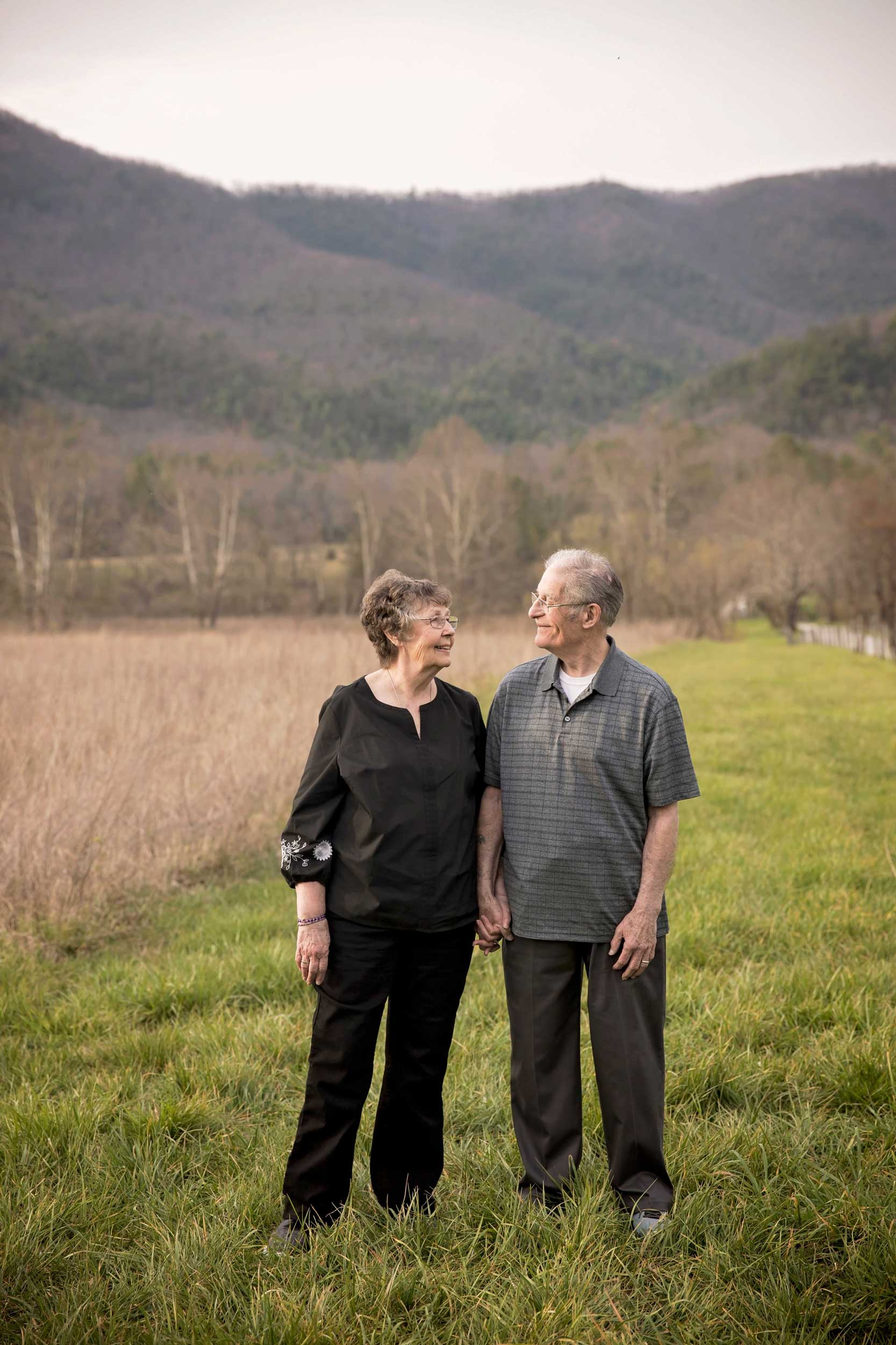 gatlinburg-tn-photogbraphers-60th-anniversary-couple.jpg