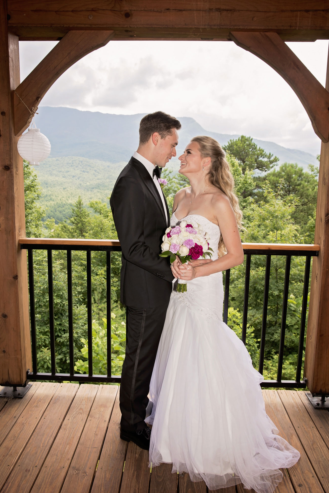 gatlinburg-cabin-wedding-photographer-ceremony.jpg