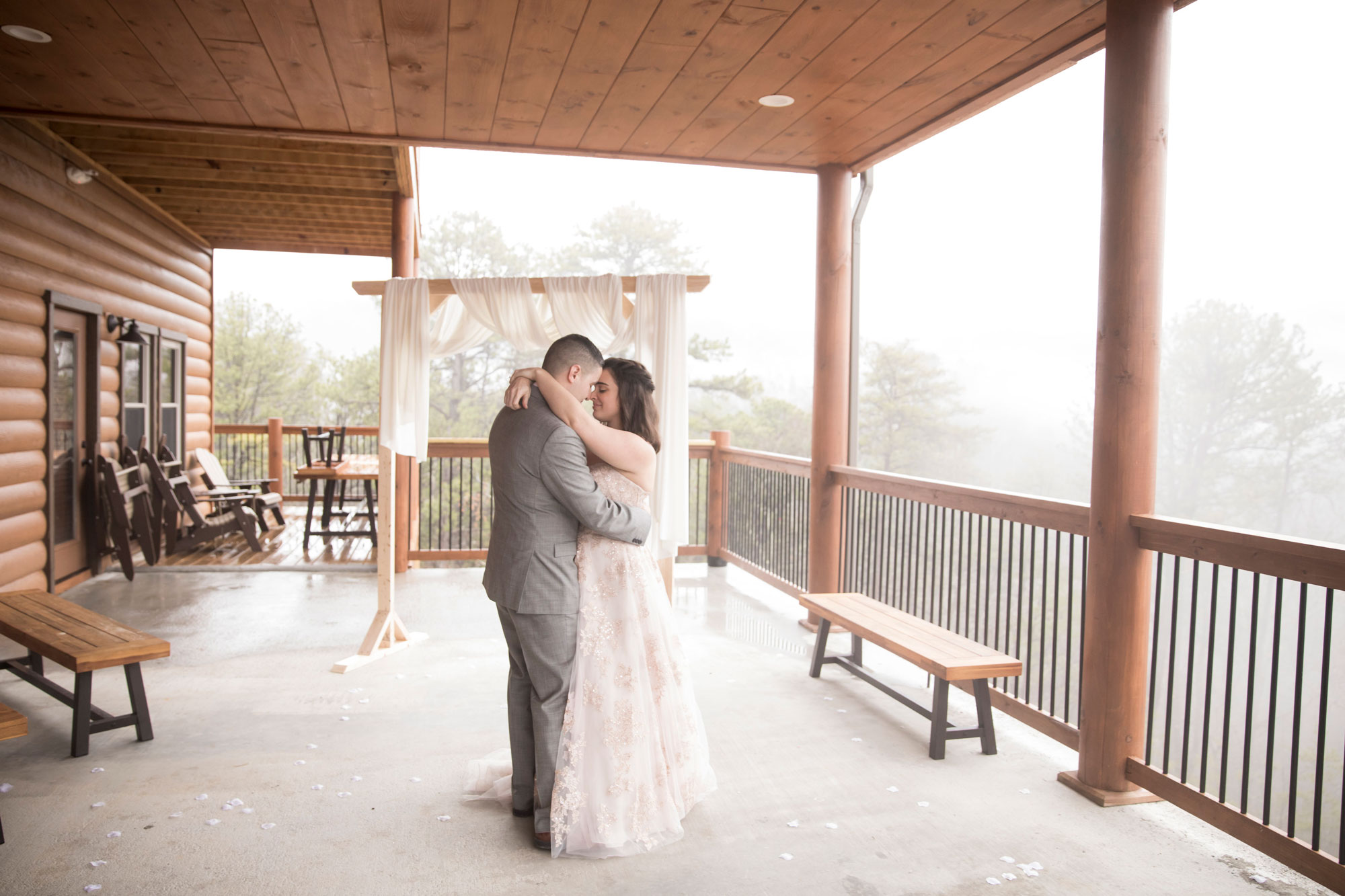 gatlinburg-cabin-wedding-first-dance.jpg