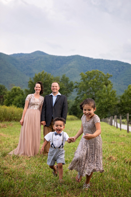 smoky-mountain-family-photographer-cades-cove.jpg