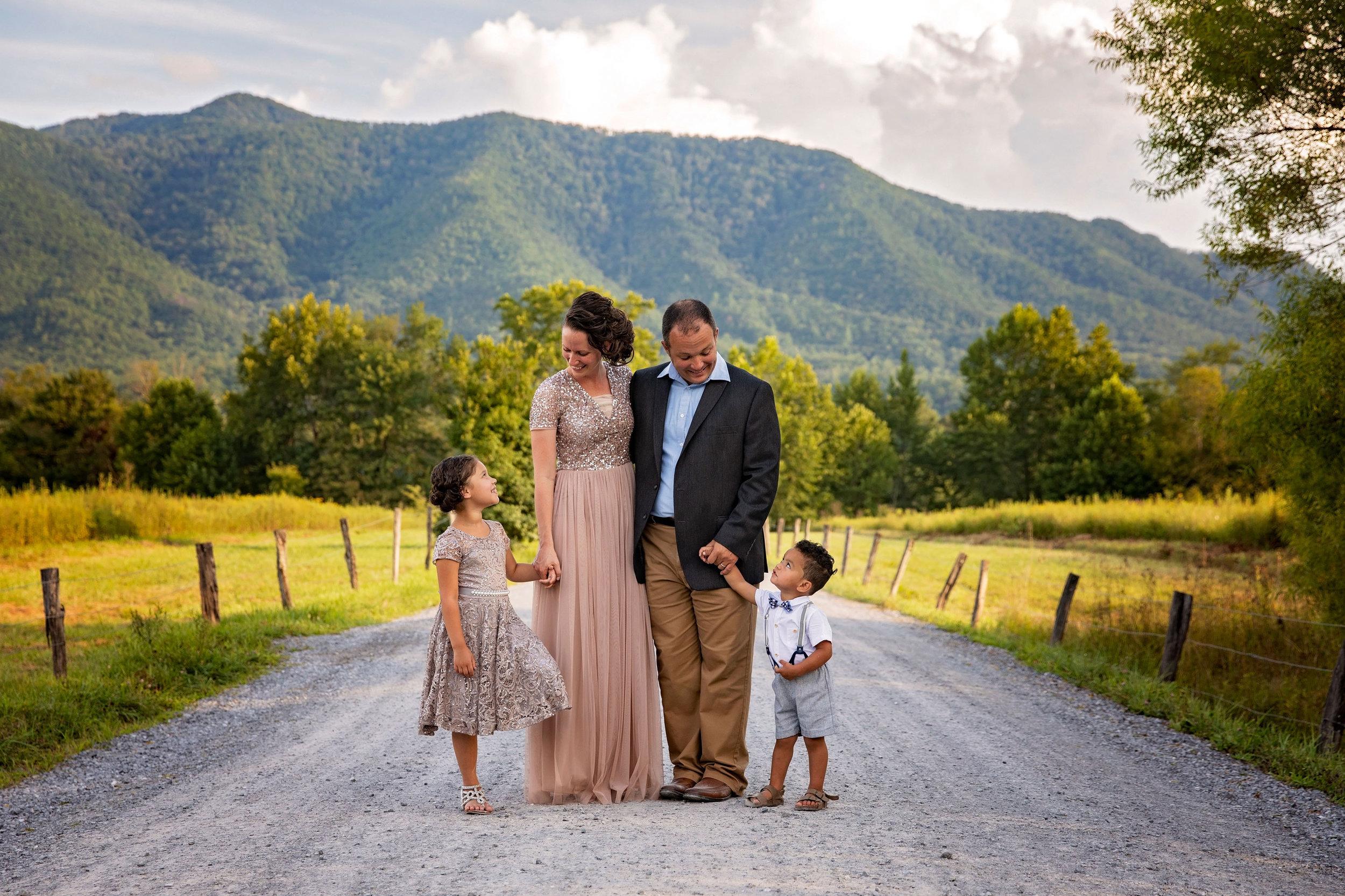 gatlinburg-photographer-country-road-family-session.jpg