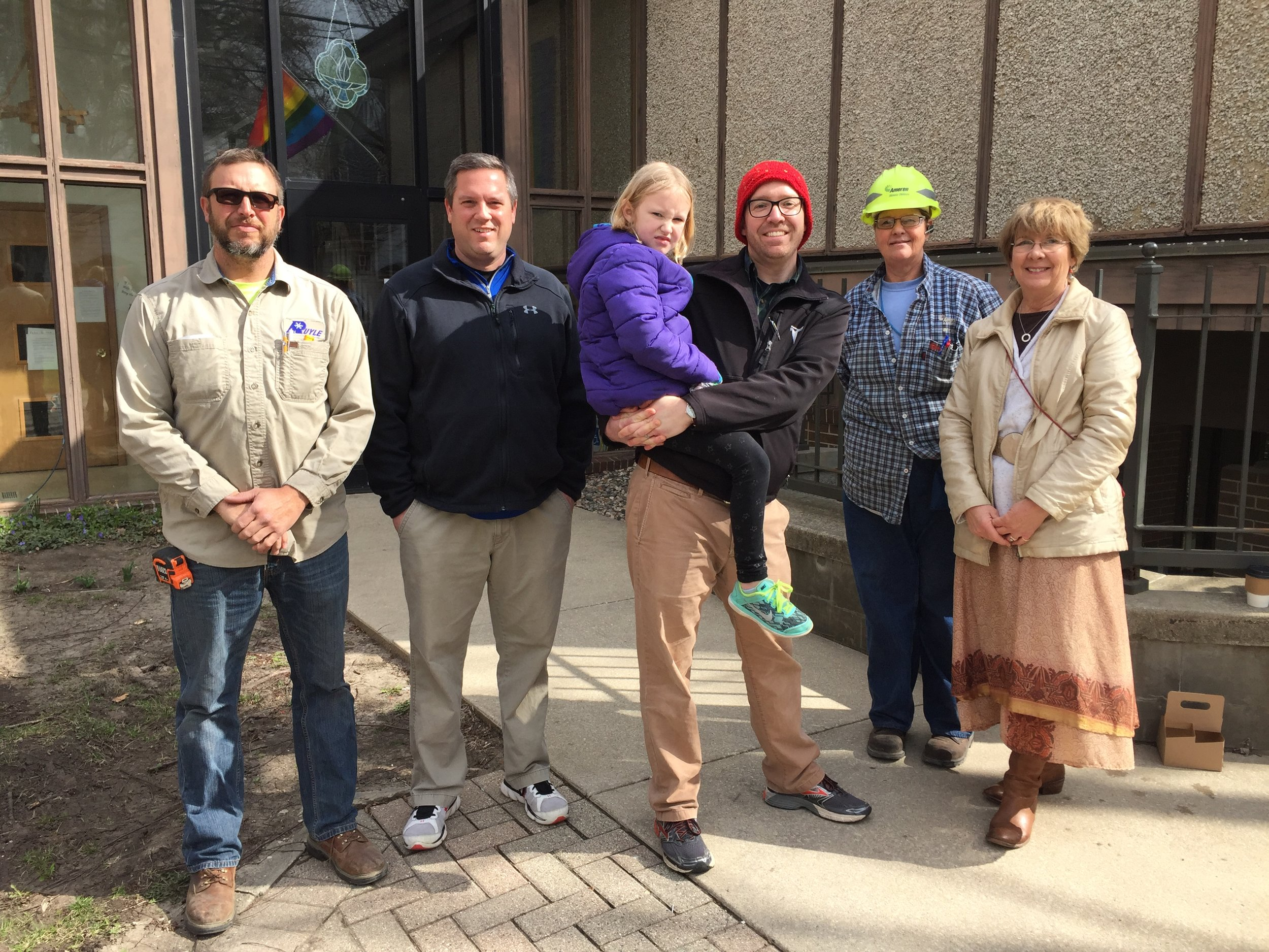 Left: Ron (Ruyle Mechanical), Jason Hawksworth, Maya and Andy Robinson, Star (from Ameren), Cindy Shepard