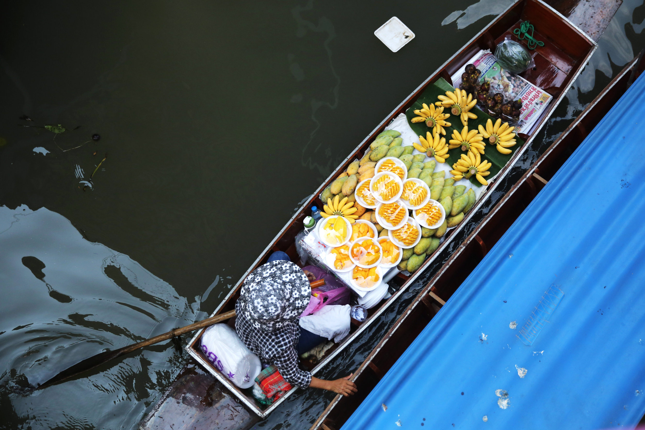 damnoen-saduak-floating-market-man-fruit-boat.jpg