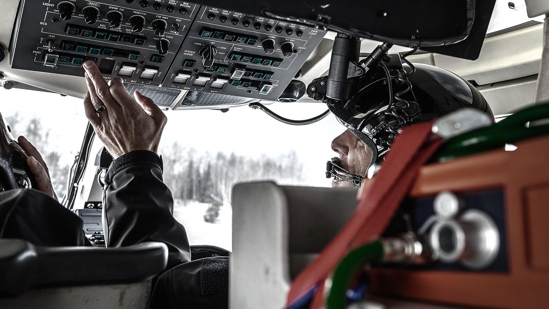©F2FOTO-New-York-State-Police-Helicopter-Hoist-Pilot.jpg