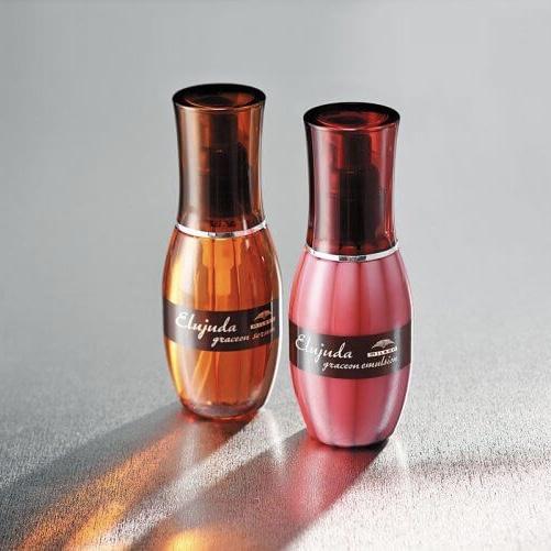 商品名:ディーセス エルジューダ エマルジョン  名称 :ヘアケア剤  香り :ローズ系、バニラ系  効能:ダメージ補修し潤ったまとまりやすい髪に。