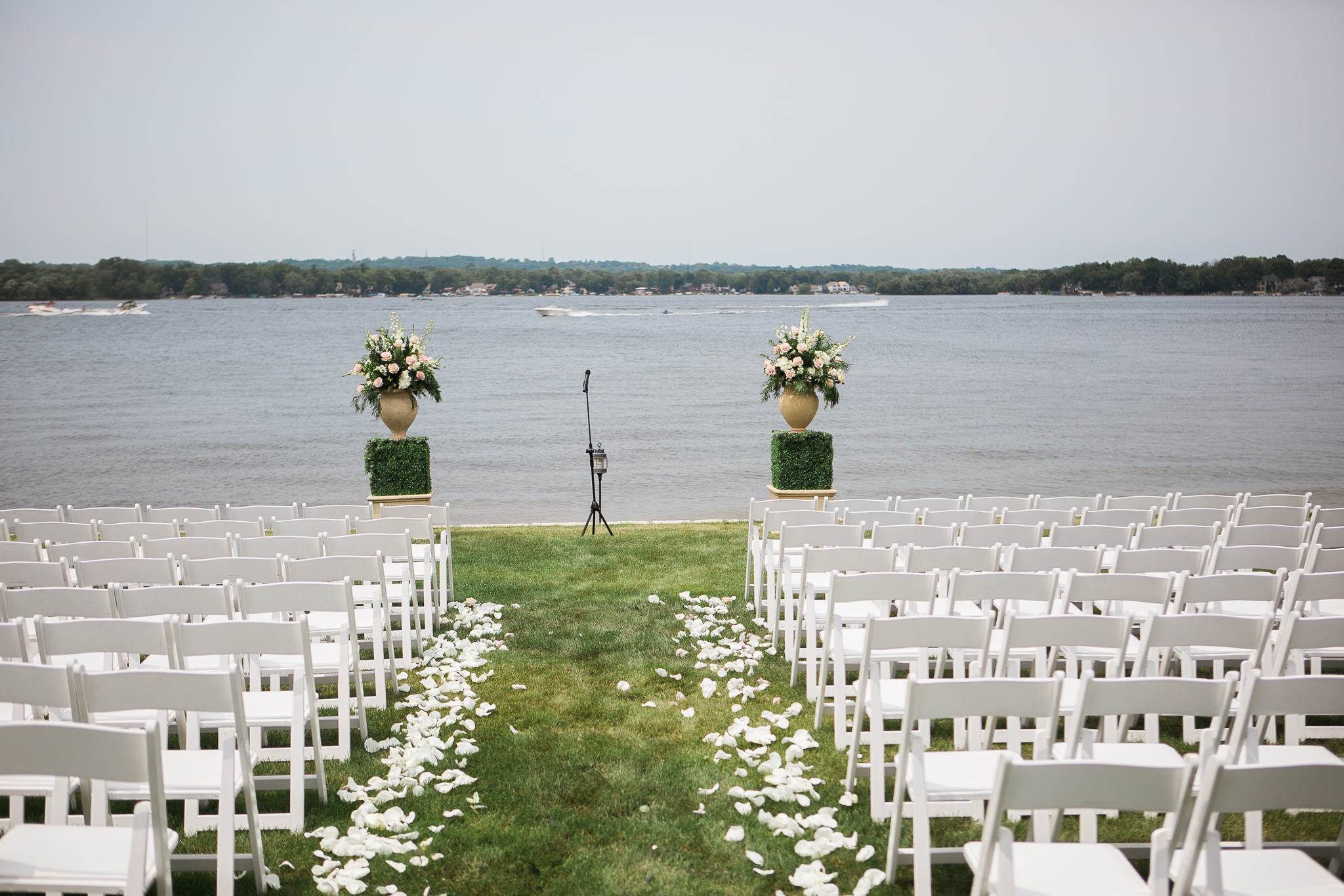 Backyard-Wisconsin-Lake-wedding_032.jpg