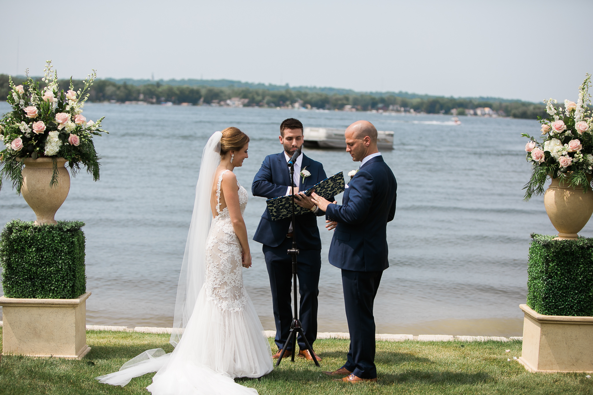Backyard-Wisconsin-Lake-wedding_079.jpg