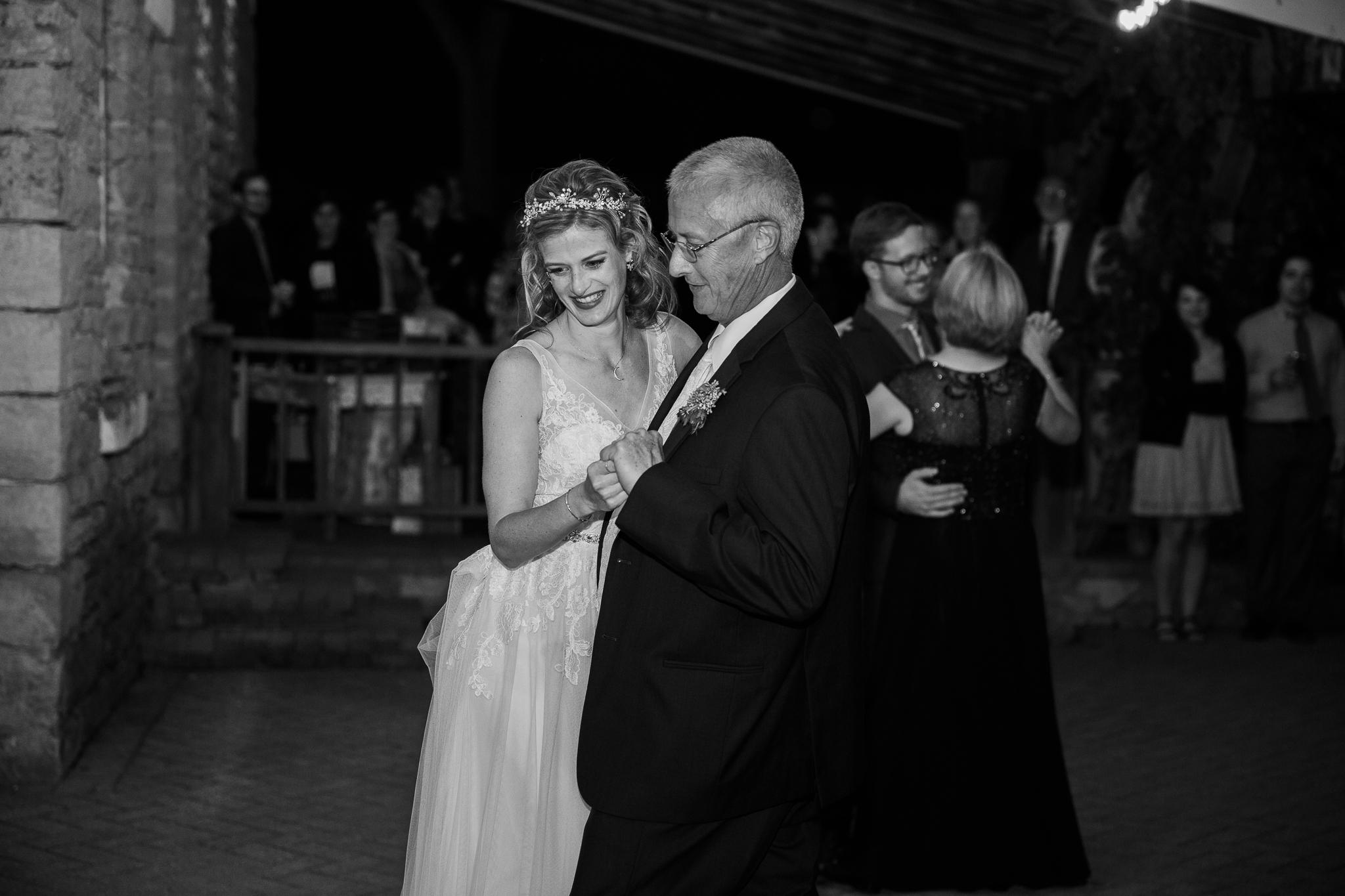 Paoli-Mill-wedding-summer-Wisconsin_200.jpg