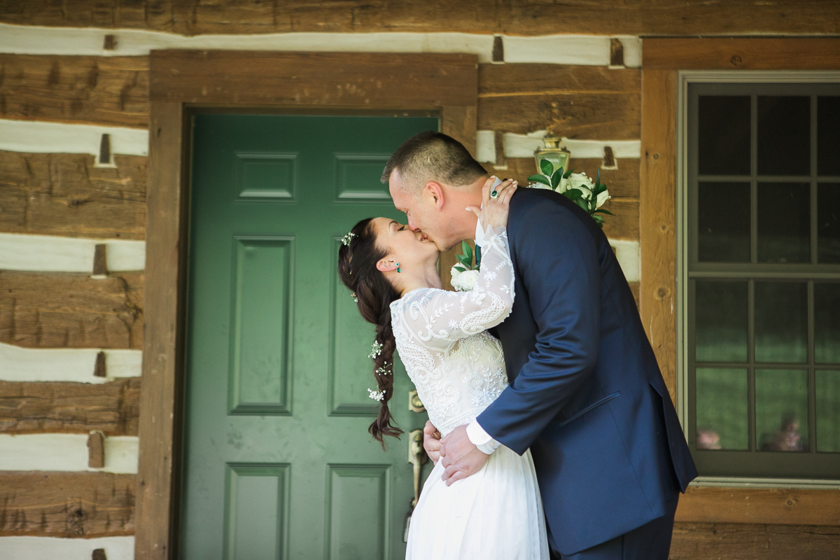 Elopement-cabin-outdoor-wedding-Wisconsin_021.jpg