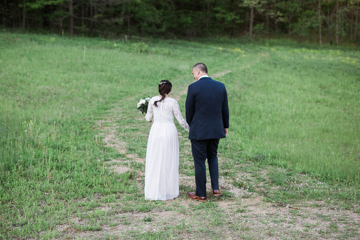 Elopement-cabin-outdoor-wedding-Wisconsin_068.jpg