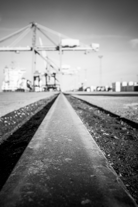 Rails to horizon
