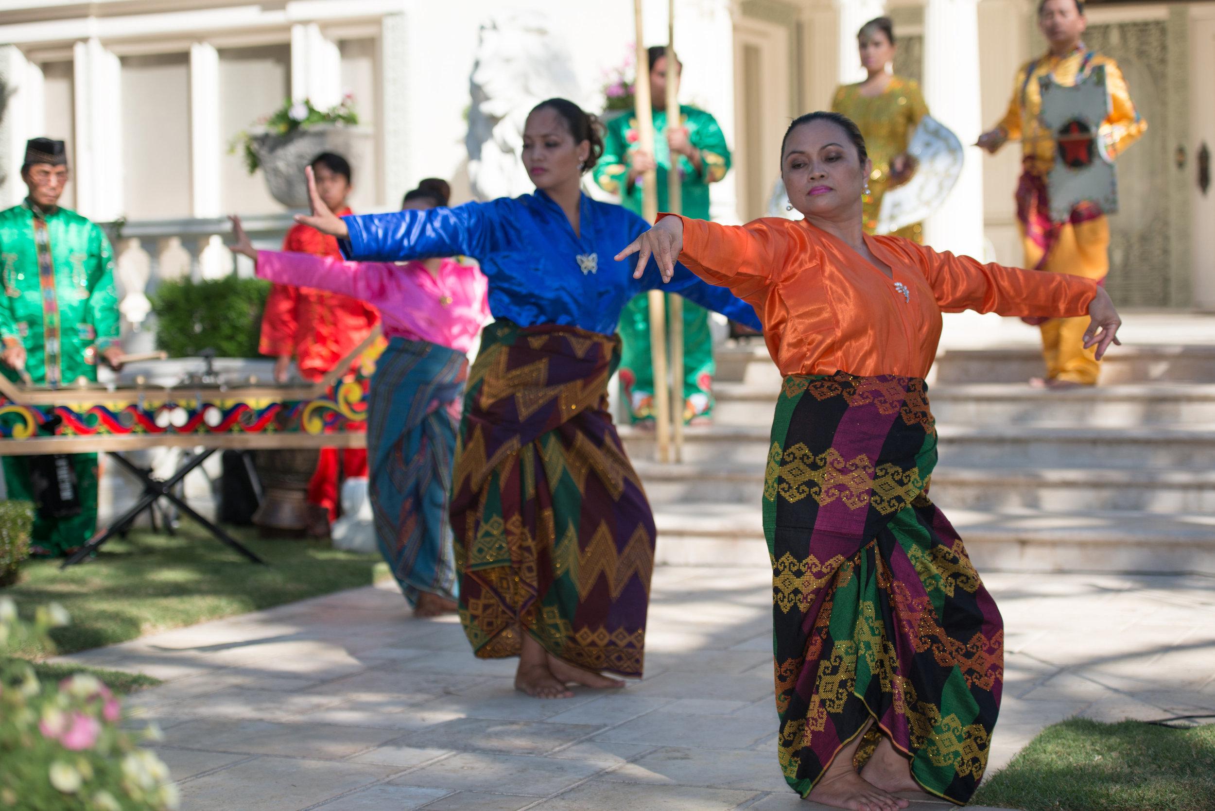 Tinikling dance (traditional Filipino dance)