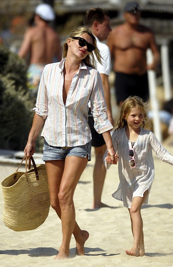 kate-moss-lily-allen-party-saint-tropez-08082009-17.jpg