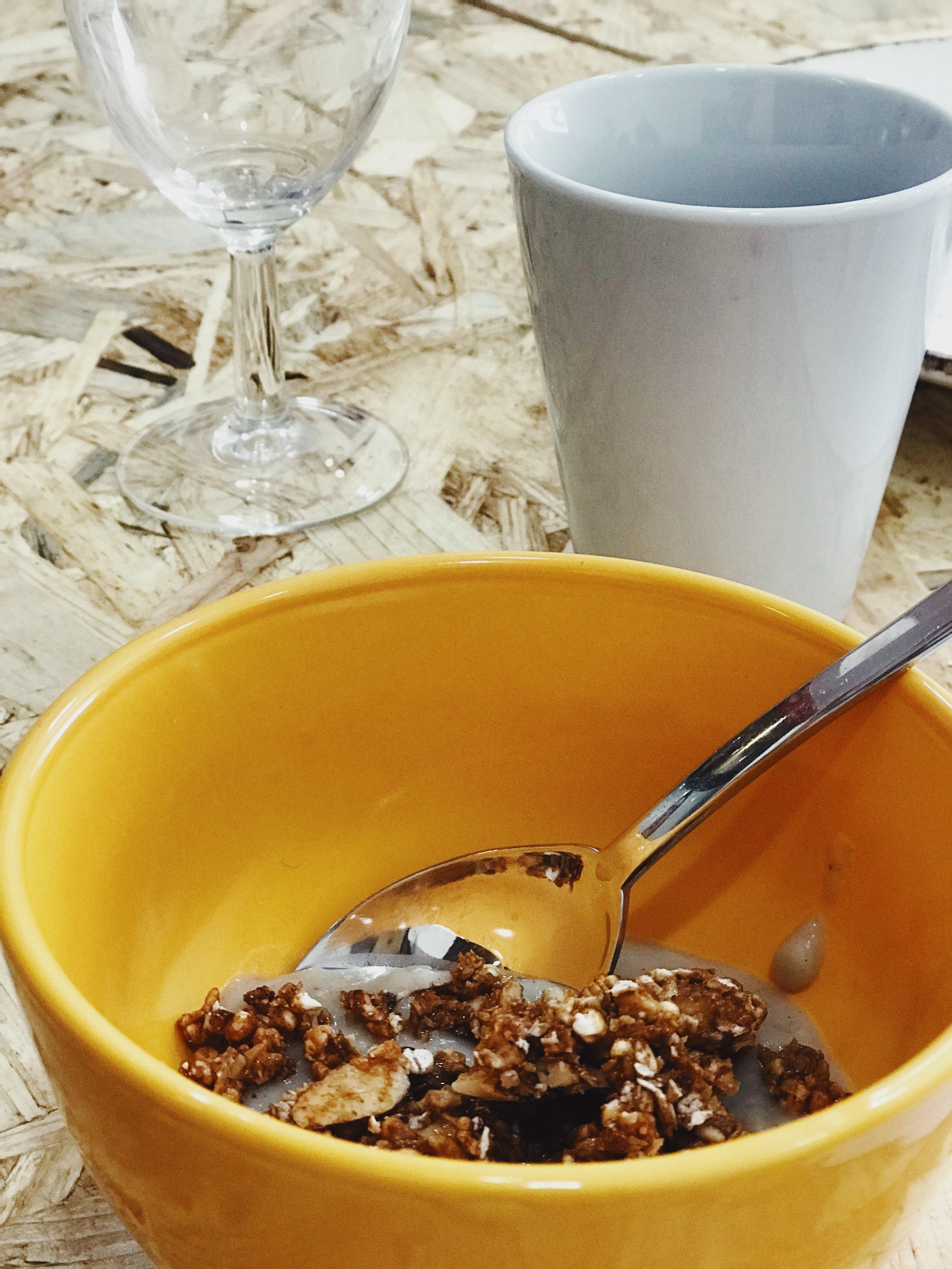 Papas de kokoh com limão, canela e baunilha e granola de millet