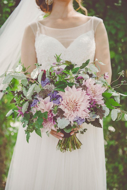 Summer greenhouse wedding in Philadelphia at the Fairmount Horticultural Center | Wedding Plannner: Heart & Dash | Photo: Sharyn Frankel Photography