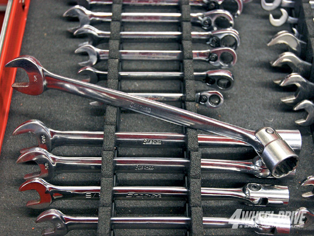 0911_4wd_03_z+collection_of_tools+snapon_socket_wrenches.jpg