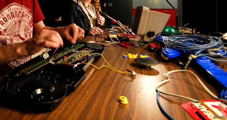 glitch-synth-circuit-bending-5.jpg