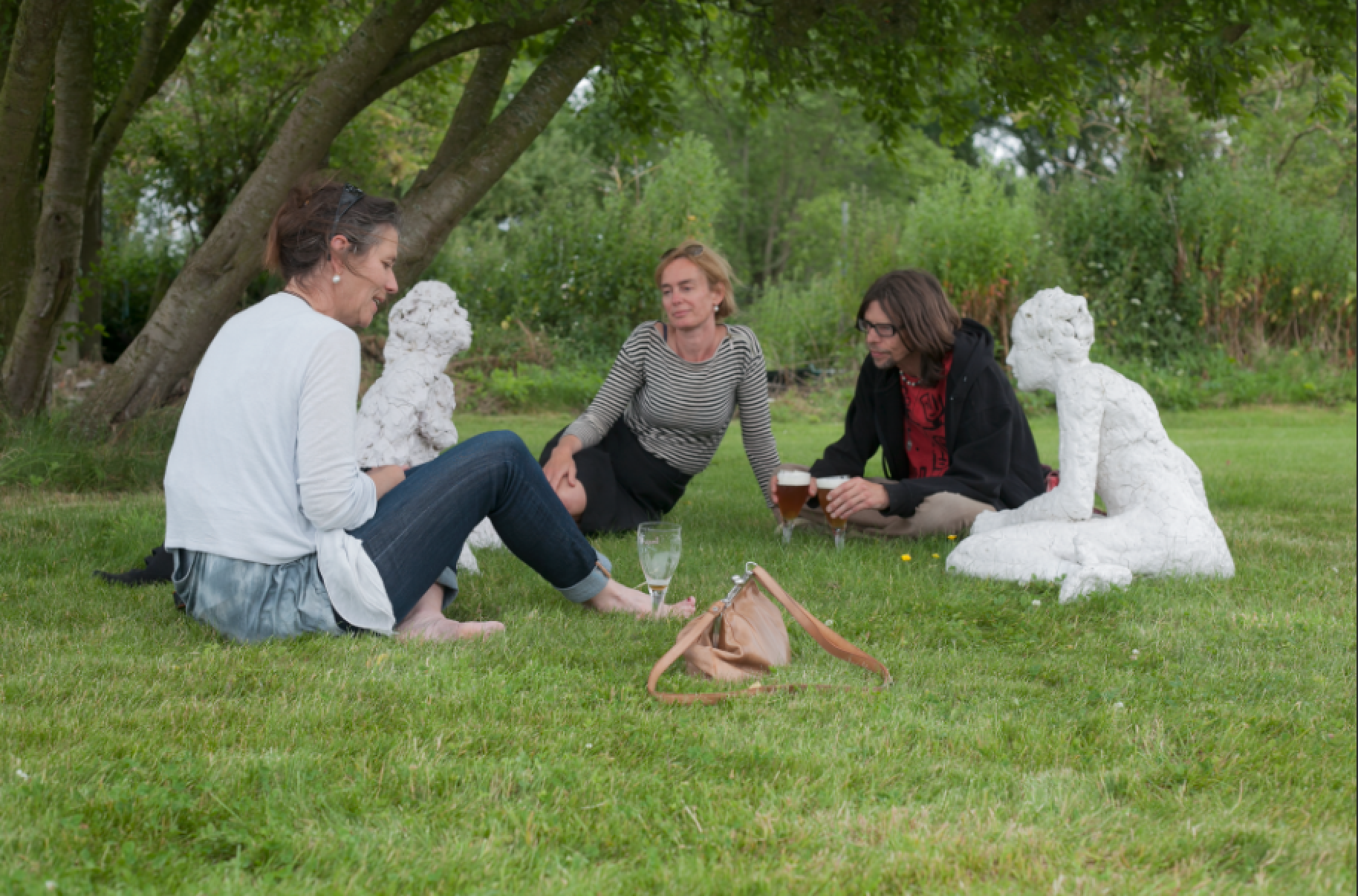 lounging with the brides (Lissewege 2014)