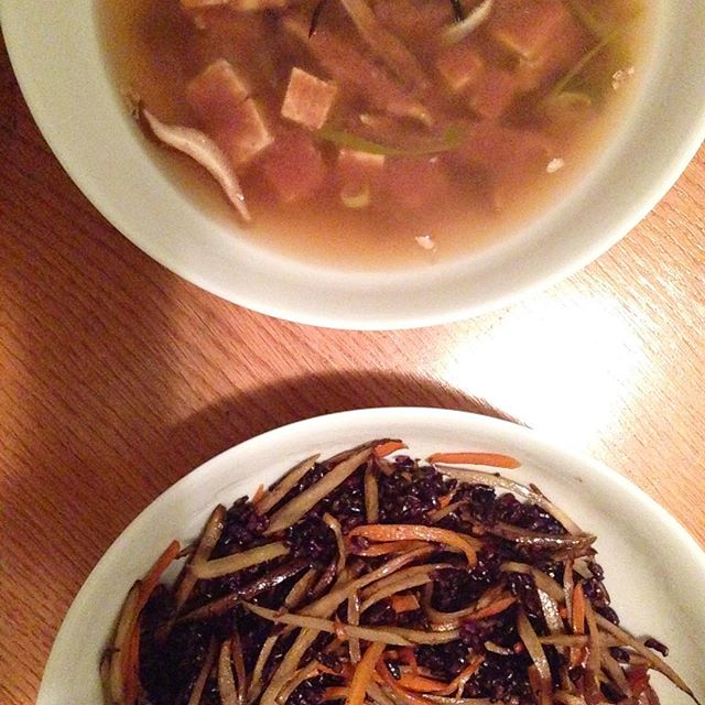 Simple dinner: Adzuki bean miso soup with tofu, hijiki, shiitakes.  Black rice with sautéed burdock root and carrots.  #foodwithmelinda #personalchef #catering #vegan #glutenfree #burdockroot #miso #blackrice #forbiddenrice
