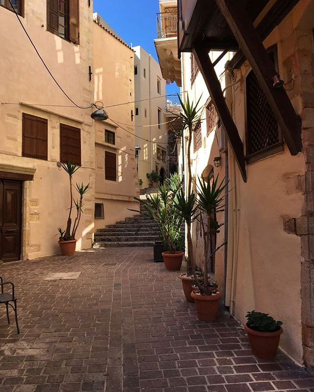 Meandering streets of Chania