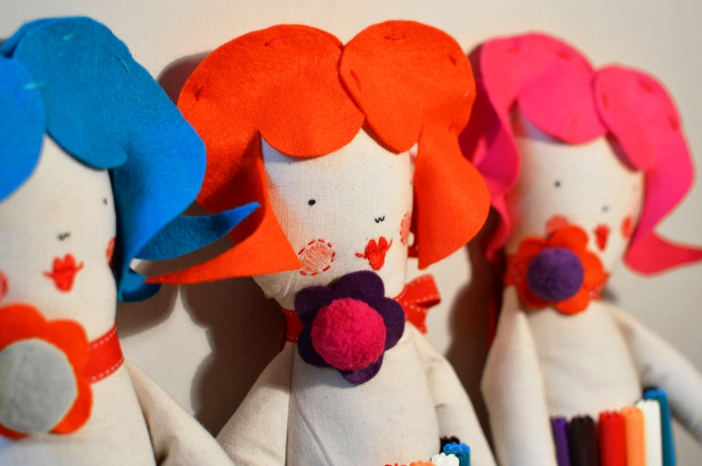 colouring art dolls