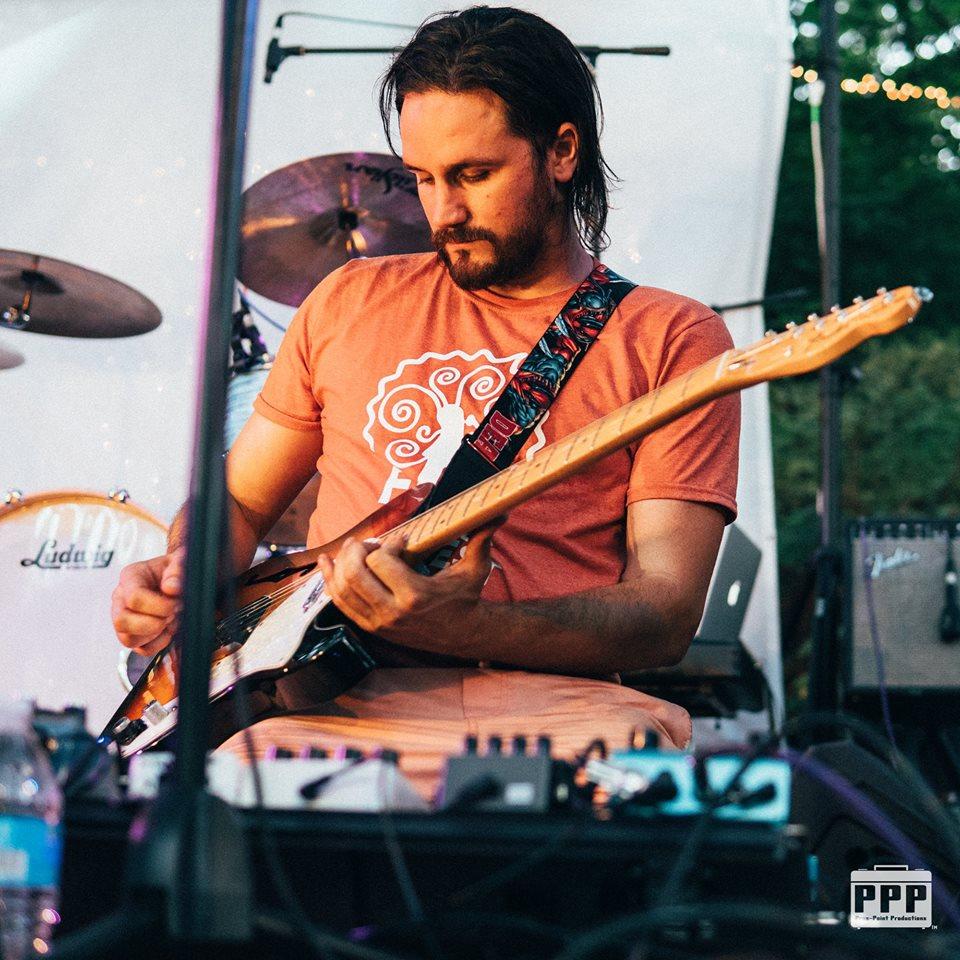 Ronan-baker-piano-vocals-guitar