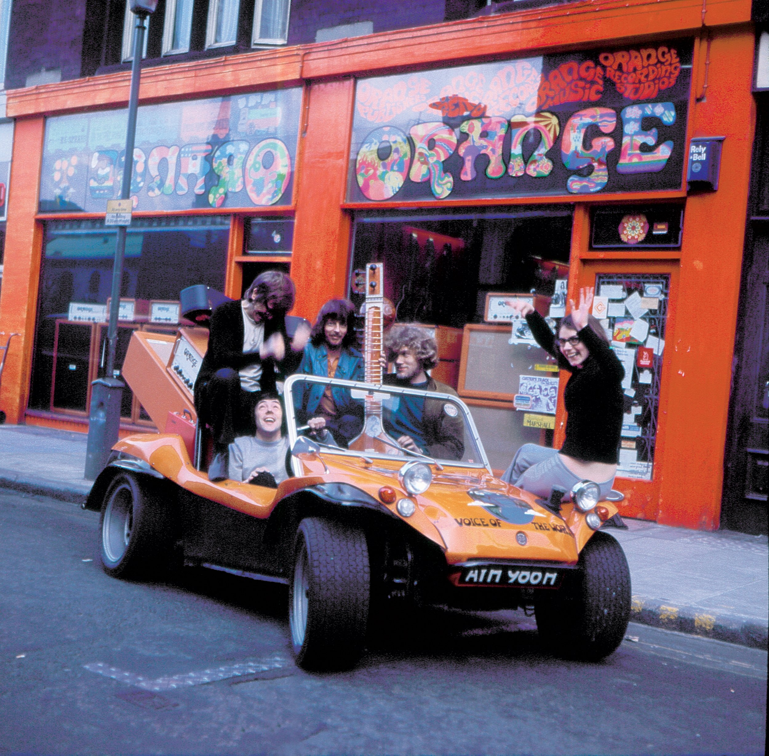 Photo Orange Amplifiers buggy and store in London 1970