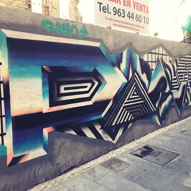 The distinctive oil slick gradient and geometric style of @felipepantone spotted in Valencia 👀  #streetart