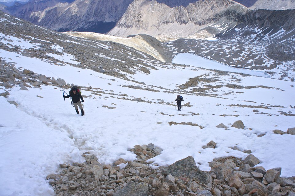 hikers-mountaineering-up-forester-pass