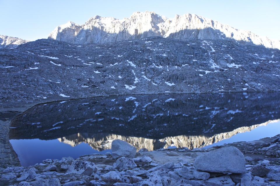 lake-reflecting-mountains