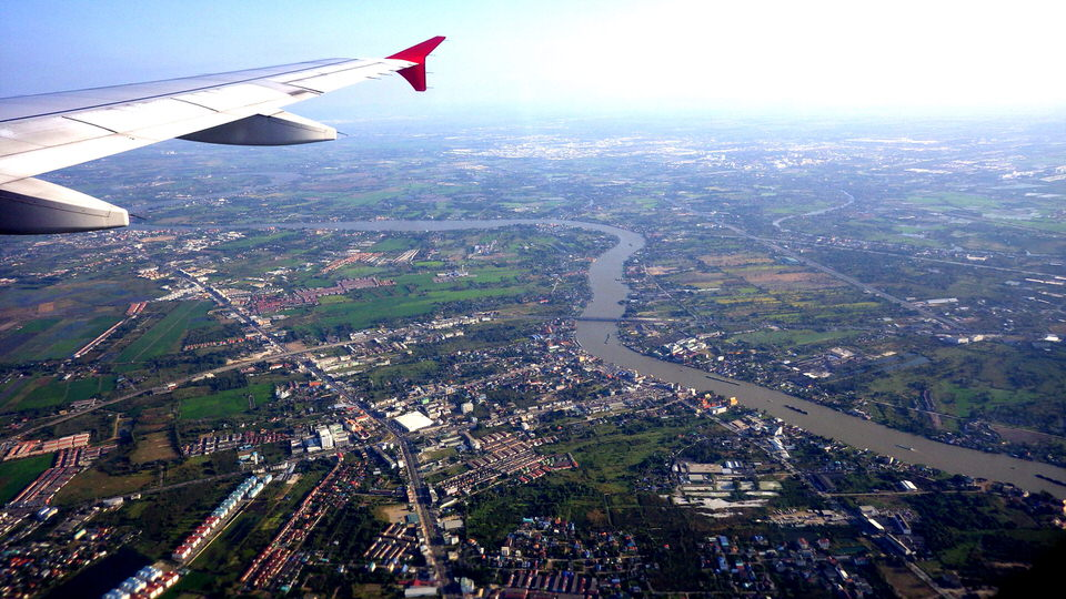 airplane-flying-over-thailand