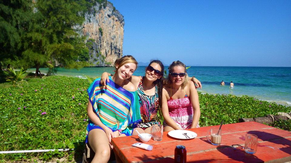 girls-enjoying-the-sun-ko-lao-liang