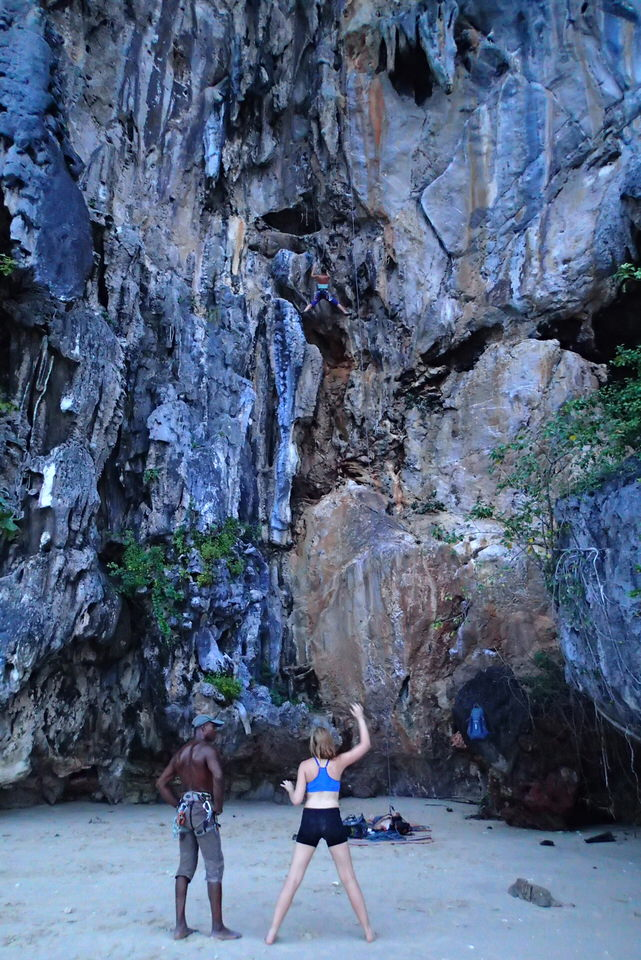 rock-climbers-at-ko-lao-liang
