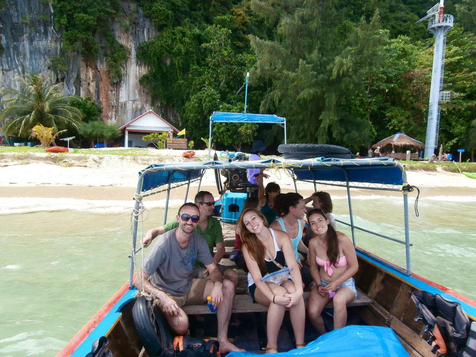 boat-leaving-ko-lao-liang