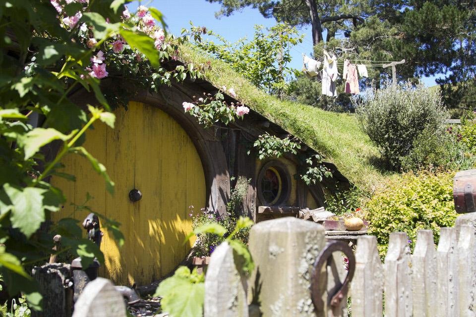 yellow-door-hobbiton-new-zealand