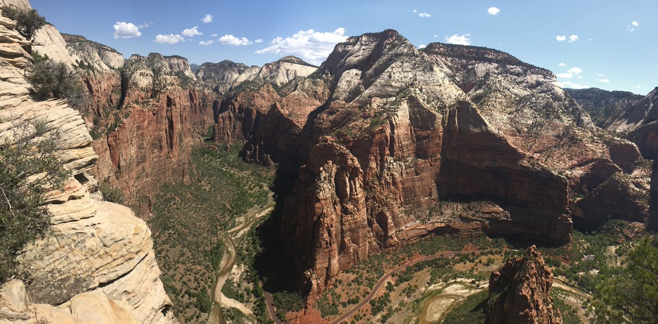 360 degree views from Angels Landing in Zion.