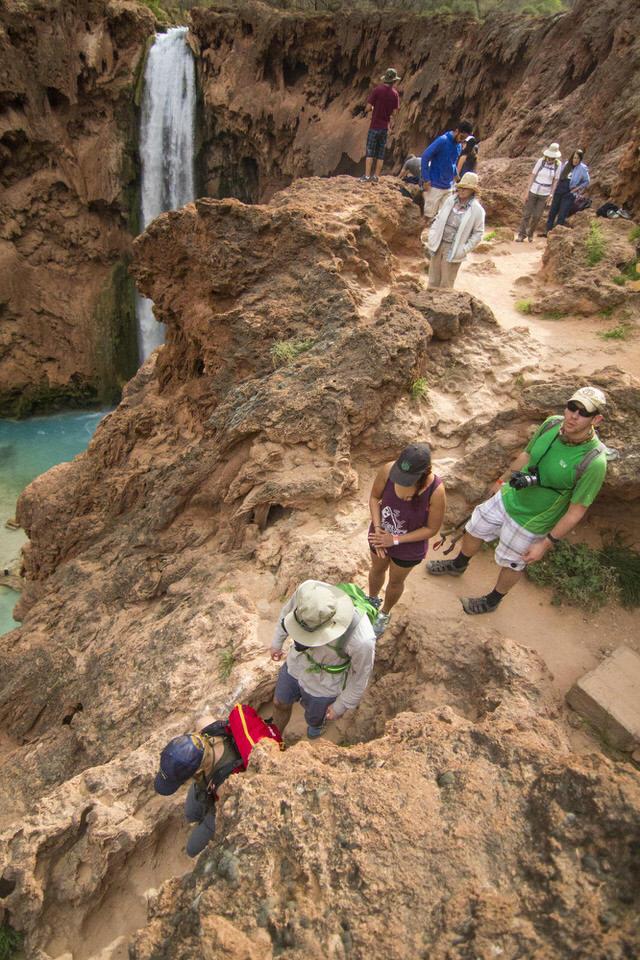 hikers-mooney-falls