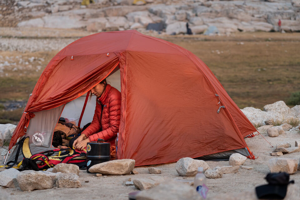 There are many great gifts you can give a girl who loves to go camping.