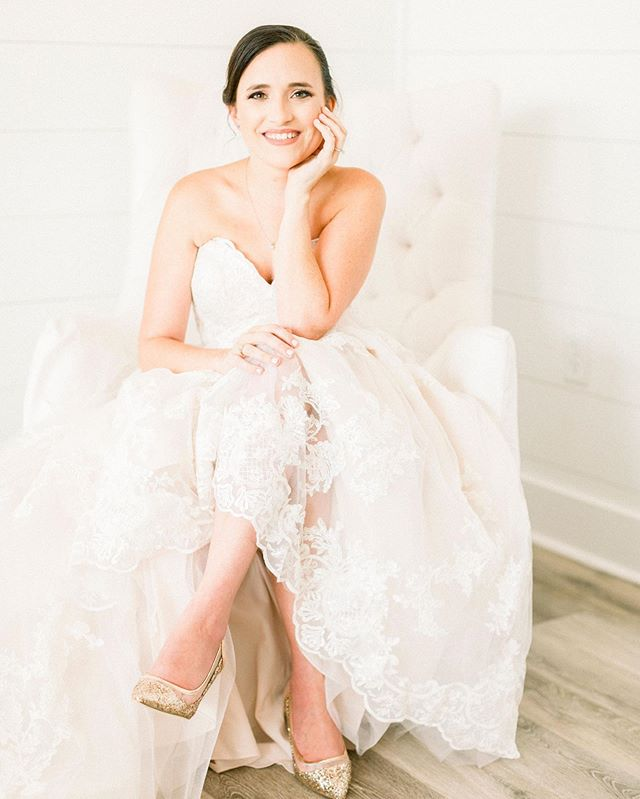 Katie, I'm so proud to get to be a part of your wedding this year!!! Your bridals turned out as beautiful as you are, inside and out. It's an honor to be your friend for all these years, and your MUA for your wedding! Congratulations!  Stunning photo by: @fulleylovephoto  Venue: @thefarmhouseevents ——————————— #MakeupArtistryByAsh #HoustonMUA #TEXASMUA #HoustonWeddings #airbrushmua #temptuairbrush #farmhousebride #promua #NARS #Mufe #salonMUA