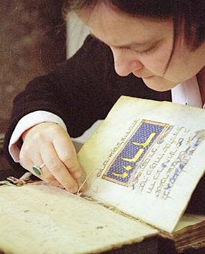 Pataki at work repairing the Sarajevo Haggadah. Photo courtesy of Andrea Pataki.