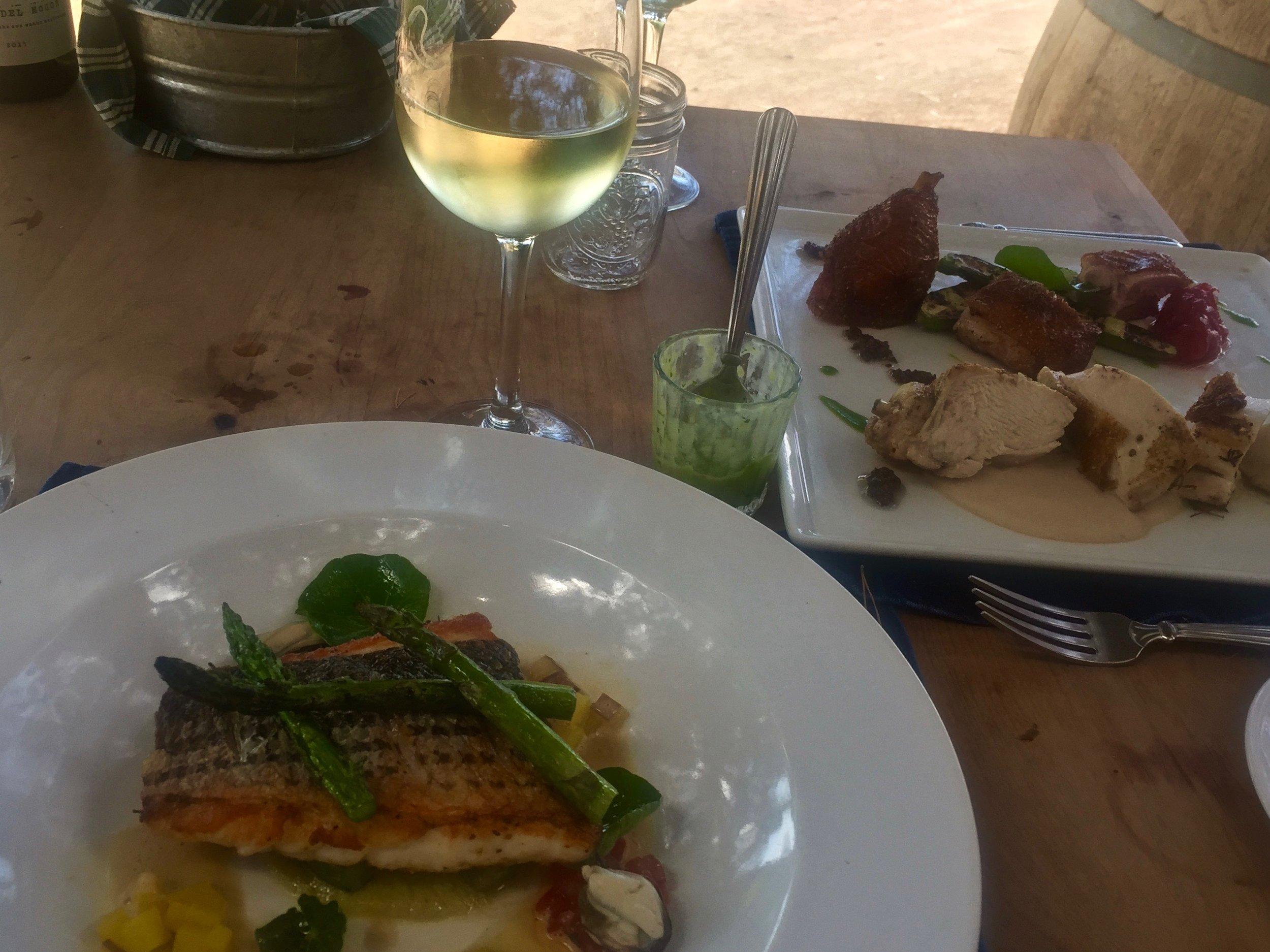 Almuerzo (lunch) at Deckman's.