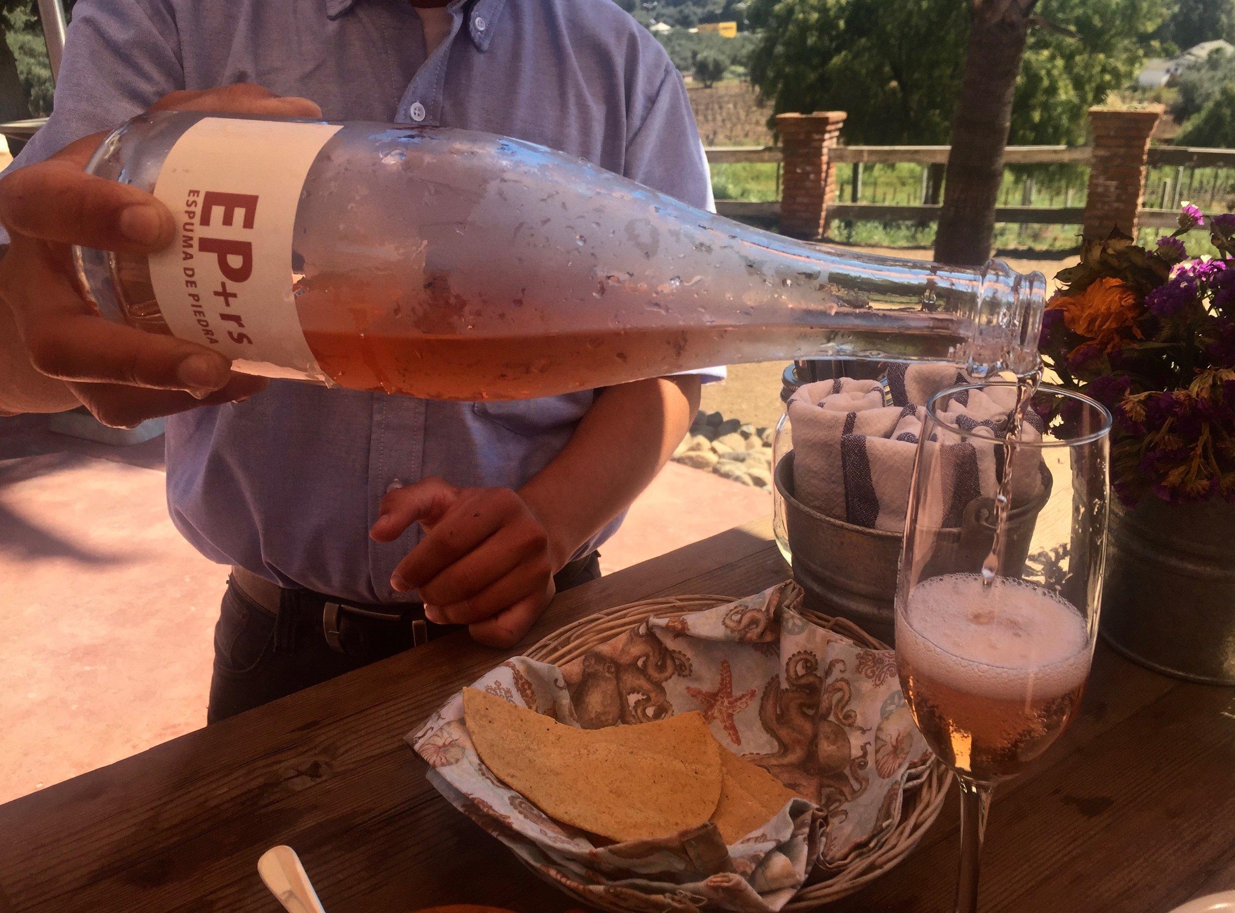 Casa de Piedra: Espuma de Piedra, sparkling wine and oyster bar. Photo by Gabriel Manzo.