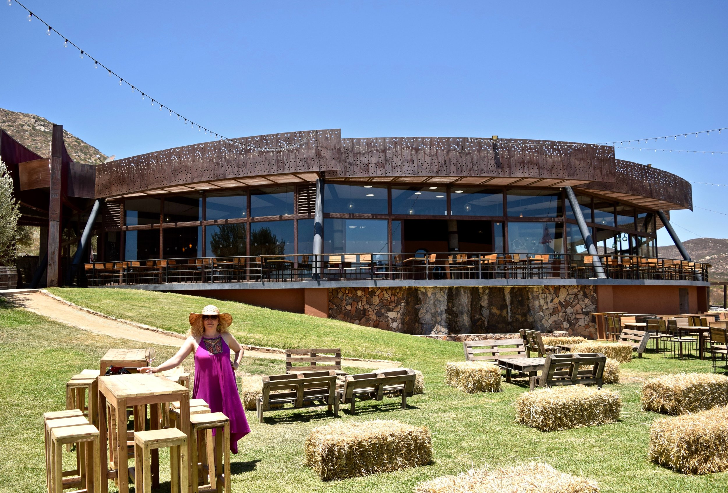 decantos- view of tasting room from outside.jpg
